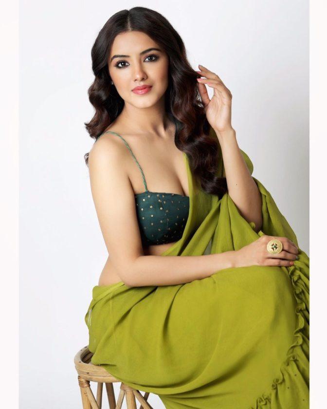 Hottie Malvika Sharma in Saree