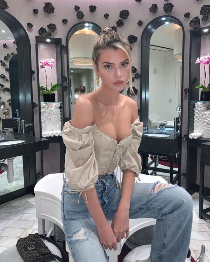 YouTuber Alissa Violet 8 Hot Pictures