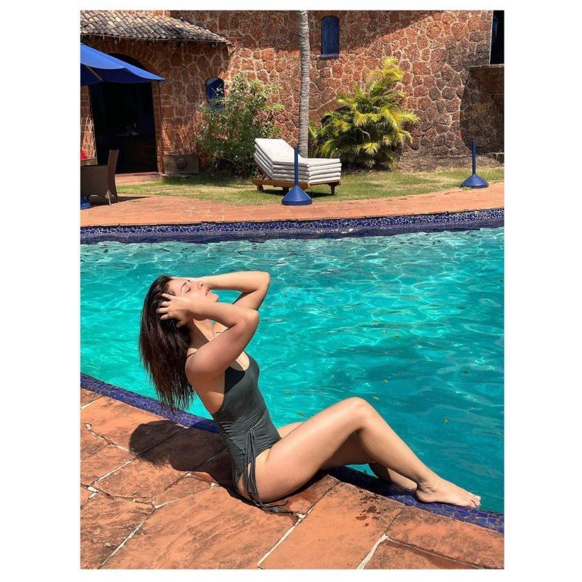 Rashi Khanna in bikini